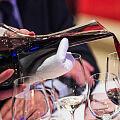 Czy warto zamawiać w restauracji wino domu?