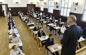 MEN: Egzaminy zgodnie z harmonogramem. Dyrektorzy: nie ma szans