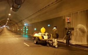 Jak usuwane są przecieki w tunelu pod Martwą Wisłą