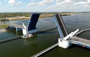 Blisko 1 mln zł za obsługę mostu w Sobieszewie