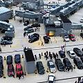 Targi motoryzacyjne na parkingu centrum handlowego