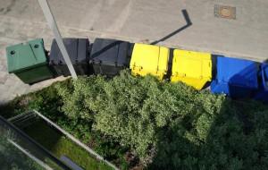 Pat z wywozem śmieci na nowym osiedlu w Oliwie
