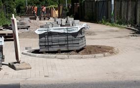 Stary klomb na nowej ulicy. Absurd na ul. Obotryckiej