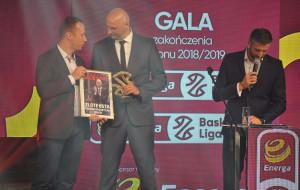 """Arka Gdynia. Nagrody sezonu dla koszykarzy. """"Złote usta"""" dla trenera"""