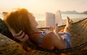 Książka na wakacje: co czytamy latem?