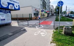 Gdynia: słupki ukróciły jazdę chodnikiem przy Morskiej