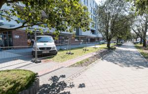 Nietypowy chodnik dla aut w Gdańsku. Rura zdecydowała o zabudowie