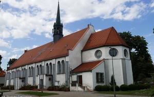 Pękają ściany w stuletnim kościele w Brzeźnie