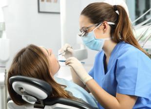 Co zrobić, gdy wybijesz sobie ząb?