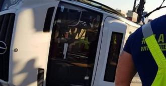 Bus z pasażerami przewrócił się na Stogach
