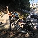 Śmieci przy wejściu do lasu zostaną posprzątane