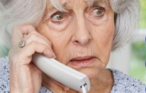 80-latka wyrzuciła przestępcom pieniądze przez okno