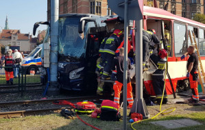 Gdańsk. Wypadek przy Bramie Wyżynnej. Zderzenie tramwaju z autokarem