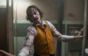 """Najlepszy w talii. Recenzja filmu """"Joker"""""""