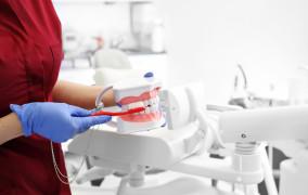 Fluoryzacja w szkole czy w gabinecie stomatologicznym? Pytamy ekspertów