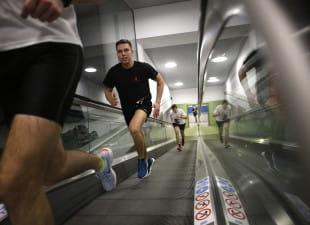 Aktywny weekend: bieganie po schodach, piesze wędrówki i sztuki walki