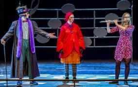 """Z Pomposą w krainie muzyki. O """"Pomposie i..."""" w Operze Bałtyckiej"""