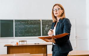 Wypowiedzenie umowy o pracę na zastępstwo przez nauczyciela stażystę