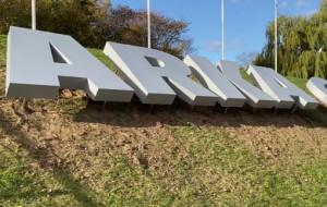 17-metrowy napis Arka Gdynia zamontowany na skwerze
