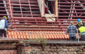 """""""Mnich i mniszka"""" na dachu Wielkiego Młyna"""