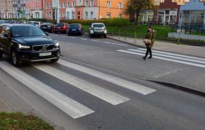 Kto ma pierwszeństwo na dwuetapowych przejściach dla pieszych?