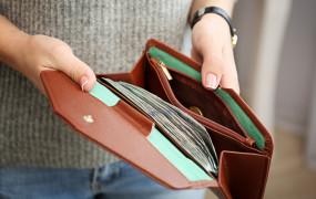 W torebce znalazła 17 tys. zł, oddała je na policję