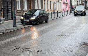 Ulica Wajdeloty nadal czeka na naprawę