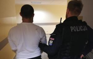 Skakali po samochodach, trafili do aresztu