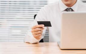 Za co i ile urzędnicy płacą służbowymi kartami