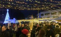 Tłumy na pierwszym Jarmarku Świątecznym w...