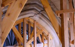 Rusztowania wsparły sklepienie kościoła św. Mikołaja