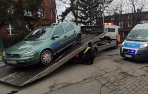 Młody kierowca bez prawa jazdy ukrył się w komórce na węgiel