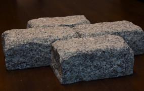 Remont Długiego Targu: nawierzchnia z szarego granitu