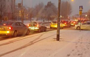 Opady śniegu utrudniły jazdę po Trójmieście