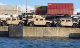 Amerykańskie samochody wojskowe w porcie w Gdyni