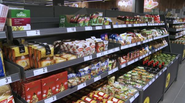 Wzmożone zakupy, ale sklepy nie pustoszeją