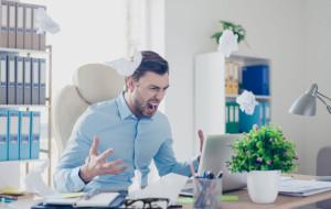 Kobiety czy mężczyźni - kto częściej ulega emocjom w pracy?