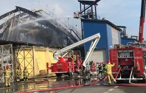 Komisja zbada przyczyny pożaru magazynu w porcie w Gdyni