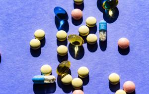 Oszuści sprzedają amulety i herbatki na koronawirusa