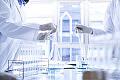 Lek coraz bliżej. Setki naukowców próbują zrozumieć koronawirusa