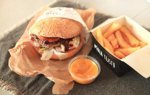 Jedzenie na telefon: testujemy pizze, zupy i burgera