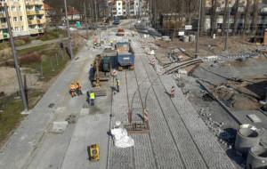 Budowa trasy tramwajowej na Stogach ma zakończyć się w maju. Czy się uda?