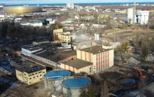 Trwa wyburzanie 100-letniej fabryki olejów z ciekawą historią