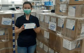 Intel przekazał szpitalom 200 tys. maseczek