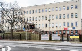 Hamilton wspiera szpital w Redłowie