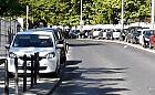 Zastawiają samochodami drogę do szpitala UCK