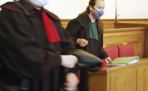 Sędzia za ścianą, prokuratorzy w maskach....
