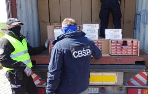 Schowali 9 mln papierosów za walizkami. Do Gdańska przypłynęły z Chin