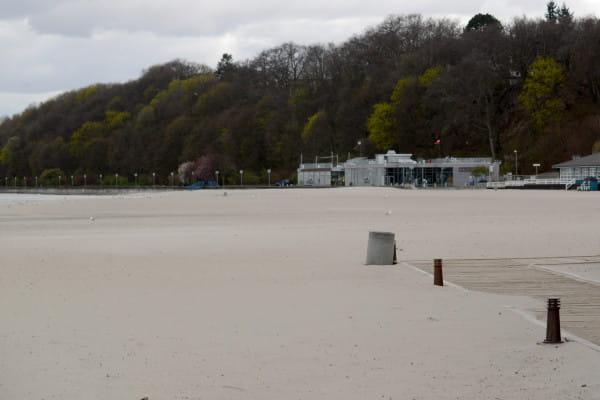 Znaleziono ciało 26-letniego mężczyzny na plaży w Gdyni