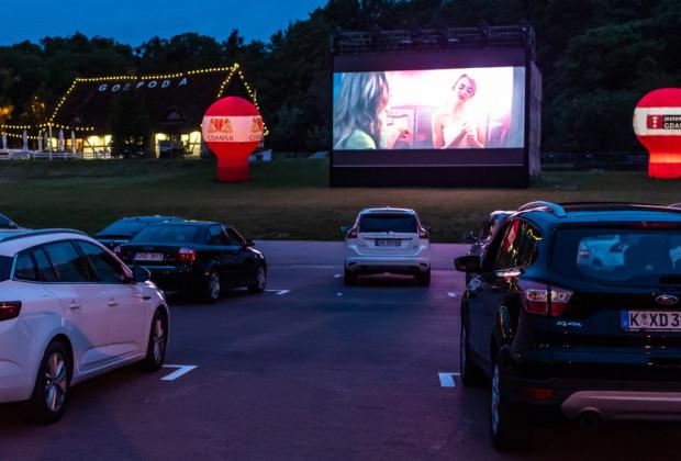 Kino samochodowe na Placu Zebrań Ludowych